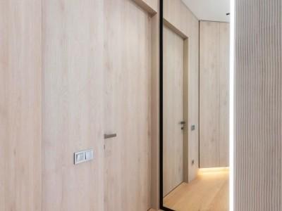 装修是先铺木地板?还是先装门?